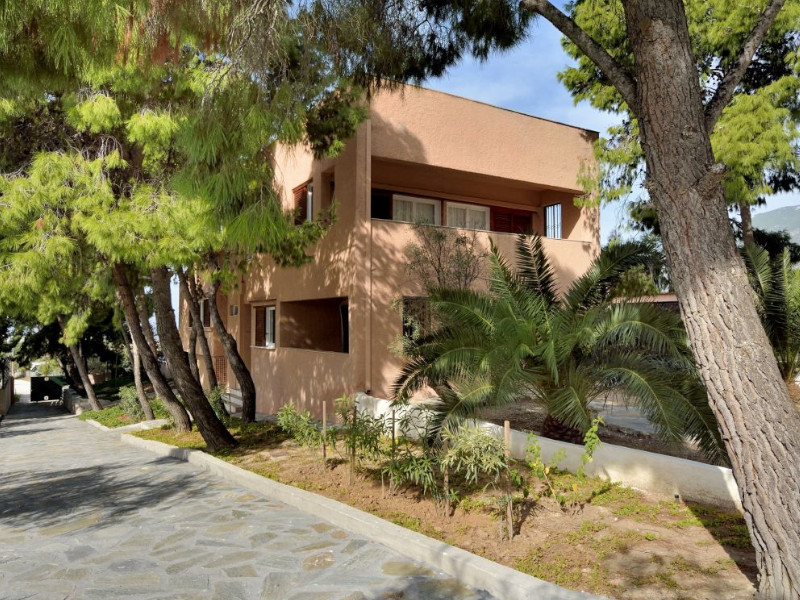 LOUTRAKI – LUXURY VILLA